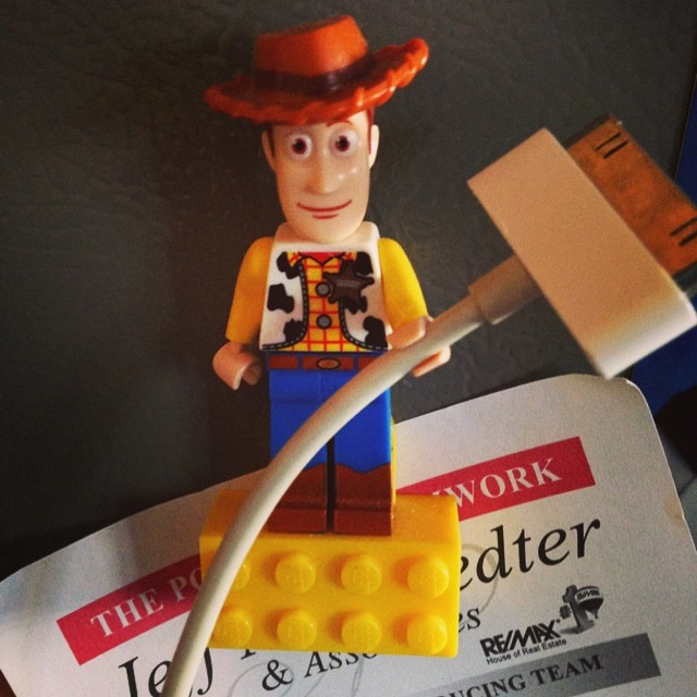 How To Use LEGO Minifigs As An Office Hack